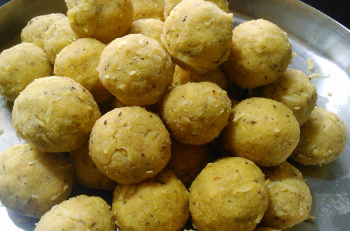 Hurigadale Tambittu Recipe,  How to make Roasted Gram Laddu Recipe
