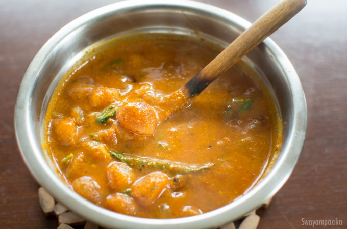 Pearl Onion Gojju | Sambar Onion Curry
