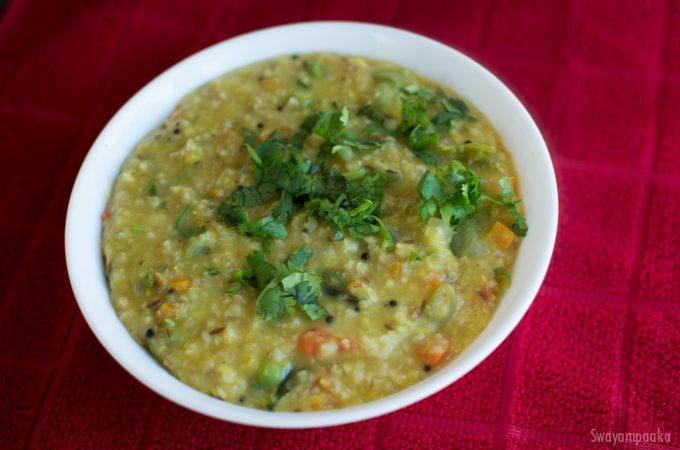Oats Khichdi recipe | Vegetable Oats Pongal